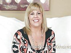 Бледная Зрелая Женщина Играется С Секс Игрушкой Для Взрослых